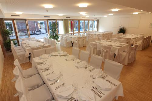 Gastroflaeche Hochzeit eingedeckt mit Hussen klein