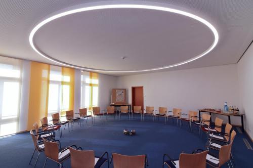 Raum Wasser Stuhlkreis klein (1)
